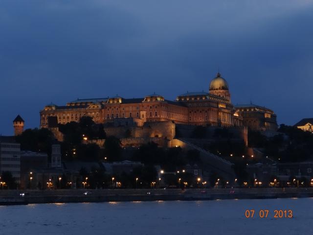 palatul-regal-seara