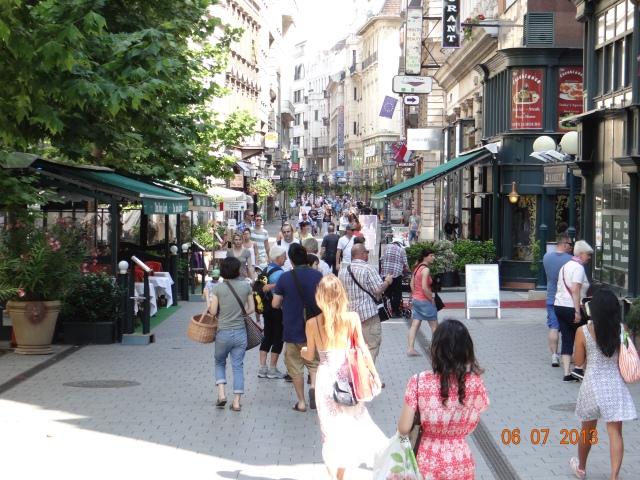 vaci-utca-plimbare-budapesta