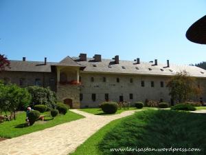 Curte-biserica-Manastirea-Sucevita