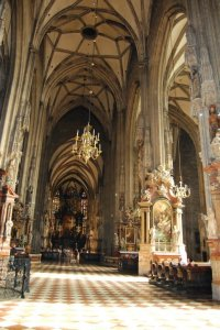 interior-Stephansdom-Catedrala-Stefan