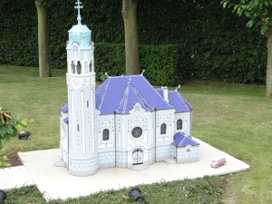 slovacia-bratislava-biserica-albastra-mini-europa