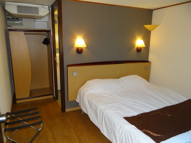 hotel-bruges-ieftin-frumos-camera-be-housing